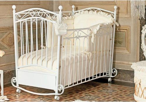 детская кроватка для новорожденного
