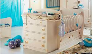 детская кроватка с пеленальным столиком